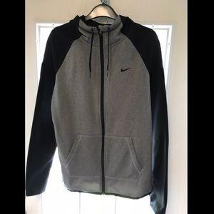 Nike Medium Jacket w/ Runners Thumb Holes